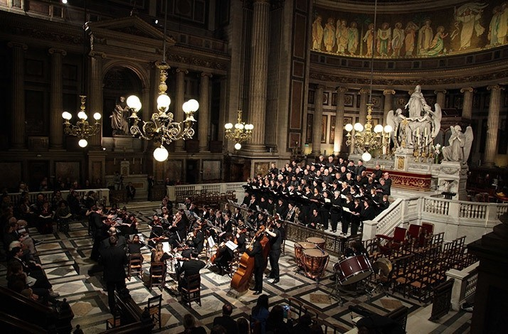 Get into the holiday spirit with Orchestre Hélios: In Paris, France (1)