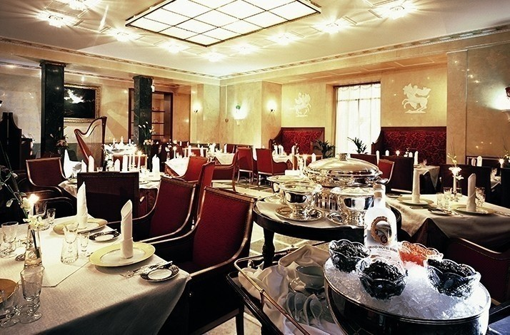 Toast the noble Russian tradition at the Caviar Bar: In Sankt-Peterburg, Russia (1)