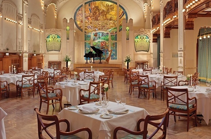 Enjoy the best gourmet traditions and a show at a 110-year-old St. Petersburg restaurant: In Saint Petersburg, Russia (1)