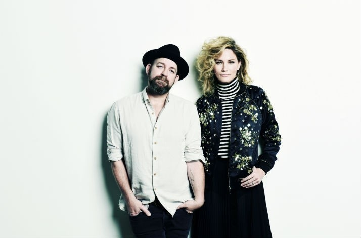 Meet sugarland at the greek 2 tickets to the bigger duos concert meet sugarland at the greek 2 tickets to the bigger duos concert photo with the band in los angeles california m4hsunfo