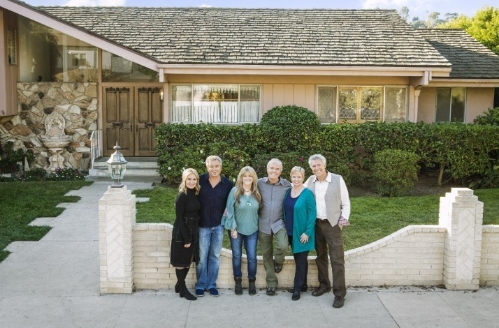 Tour Brady Bunch Home in L.A. w/ Susan Olsen & HGTV's Jasmine Roth + Design Consult: In Los Angeles, California (1)