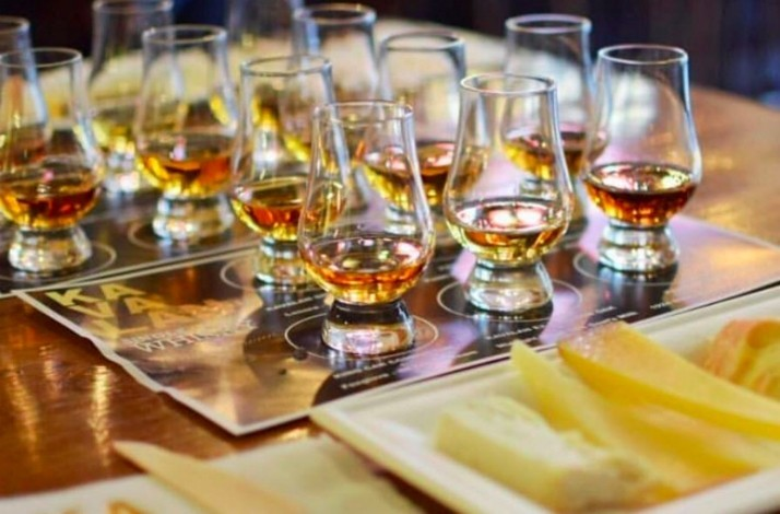 Taste fine whiskey with friends at the historic House of Glunz: In Chicago, Illinois (1)