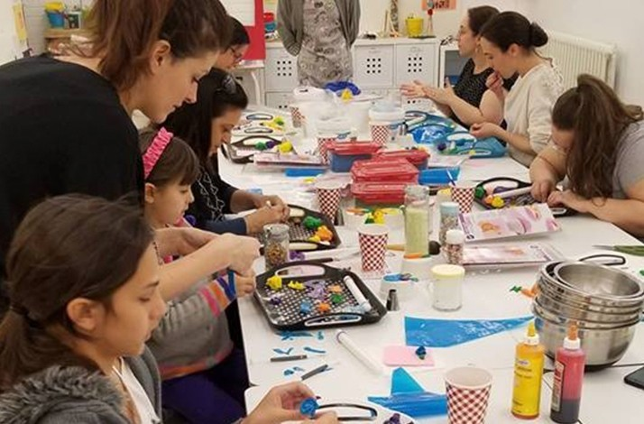 Take a kid-friendly cupcake class at Simplement D Liche: In Montreal, Canada (1)