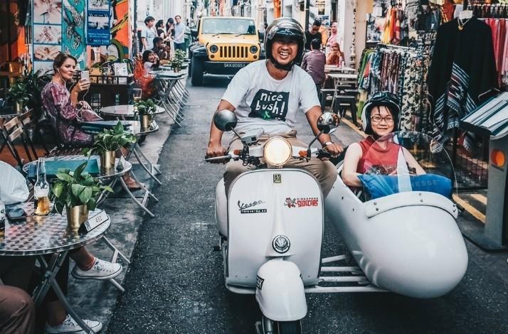 Tour Singapore's hidden gems in a vintage Vespa sidecar (1)