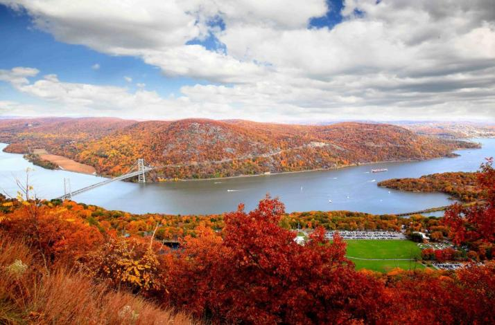 Private Helicopter Tour for Up to 5 Guests to View Hudson Valley Fall Foliage : In Harrison, New York (1)