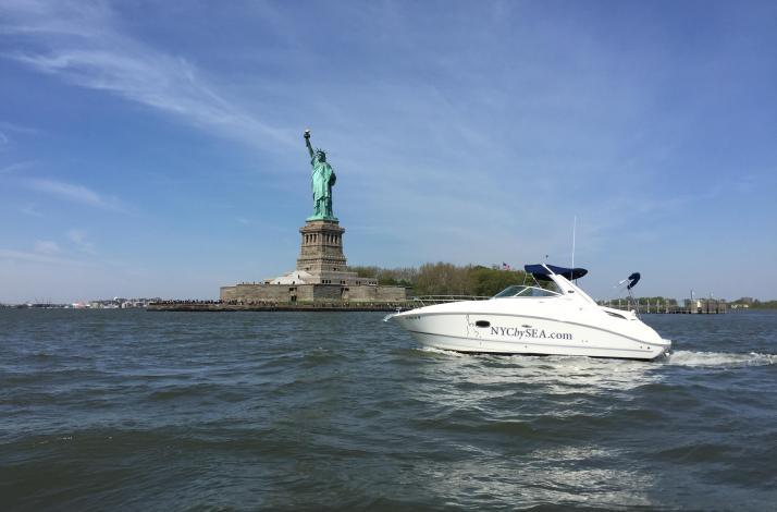 New York City Luxury Powerboat Tour: In New York, New York (1)