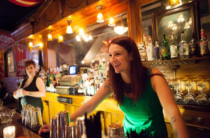 Cocktail Tour of Chicago's Coolest Bars with a Famed Mixologist: In Chicago, Illinois