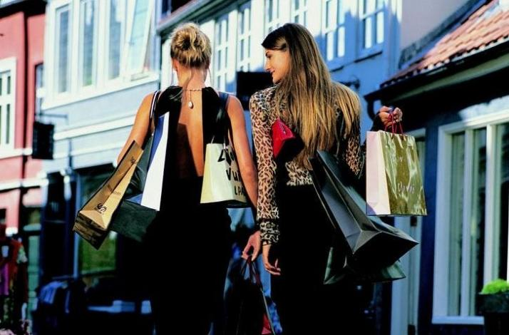 Brunch and Shopping with a Personal Stylist for You and a Friend: In Santa Monica, California