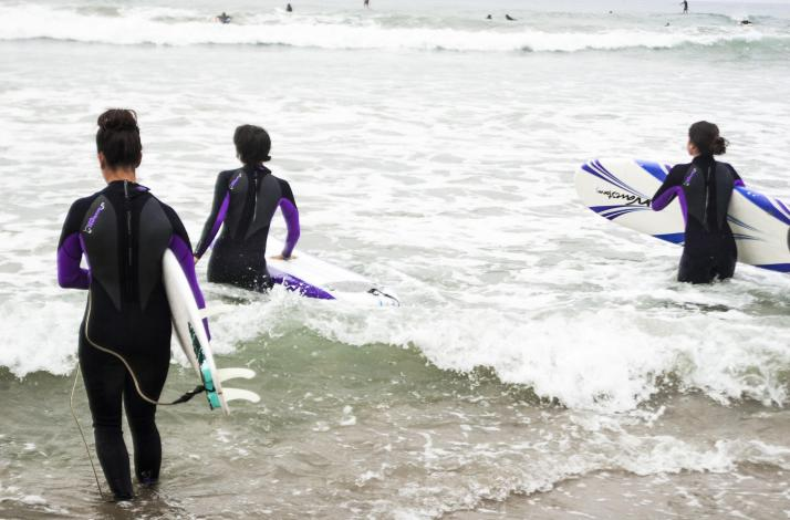 Intro to Surfing in LA: In Santa Monica, California (1)