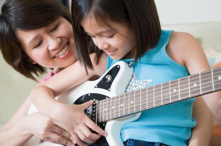 Mother and Daughter Private In-Home Beginner Guitar or Ukulele Lesson: In Universal City, California (1)