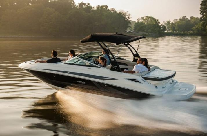 24' Searay  Boat for Four-Hour Charter in Miami Beach: In Miami Beach, Florida
