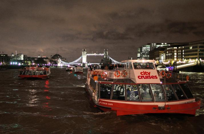 Feel the music with live jazz and champagne on the Thames: In London, United Kingdom